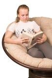 Libro de lectura adolescente de la muchacha Fotos de archivo libres de regalías