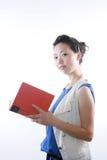 Libro de lectura asiático de la mujer Imagenes de archivo