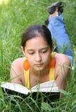 Libro de lectura del estudiante Foto de archivo