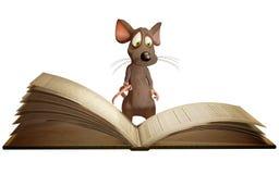 Libro de lectura del ratón Imagen de archivo libre de regalías