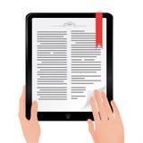 Libro de lectura en la tablilla del ordenador del ipad Fotografía de archivo libre de regalías