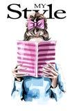 Libro de lectura de la mujer de la moda Muchacha linda con el peinado hermoso stock de ilustración