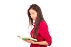 Libro de lectura latino joven de la muchacha Foto de archivo libre de regalías