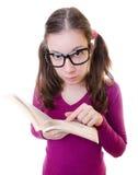 Libro de lectura Nerdy del estudiante de mujer joven Fotos de archivo libres de regalías