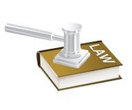 Libro de ley y martillo del juez Fotografía de archivo