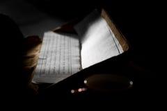 Libro de rezos budista tibetano Fotos de archivo libres de regalías