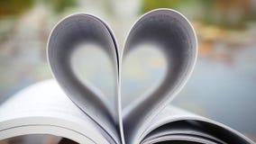 Libro del amor Ame los libros, lectura del amor, Love Story, forma del corazón de las páginas del libro para el concepto del amor Fotografía de archivo libre de regalías