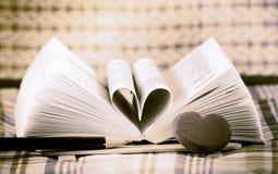 Libro del corazón formado Imagen de archivo libre de regalías