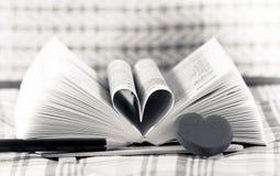 Libro del corazón formado Imágenes de archivo libres de regalías
