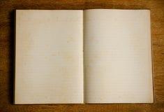 Libro del diario en la tabla de madera Imágenes de archivo libres de regalías