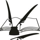 Libro del fumetto, inkwell e piume (spoletta) Fotografie Stock