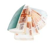 Libro del ruso y pilas de trabajo de billetes de banco imagenes de archivo