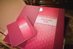 Libro della foto di nozze del cuoio di Rosa Immagini Stock Libere da Diritti