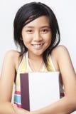 Libro della holding della bambina Fotografie Stock