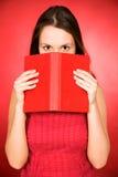 Libro della holding della donna Immagine Stock