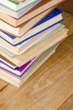 Libro della pila su di legno Immagini Stock Libere da Diritti