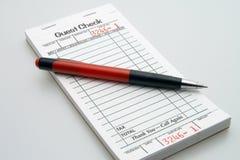 Libro di assegno dell'ospite Fotografie Stock Libere da Diritti