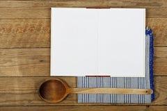 Libro di cucina in bianco immagine stock