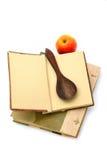 Libro di cucina e cucchiaio fotografia stock libera da diritti