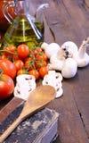 Libro di cucina e verdure immagini stock libere da diritti