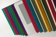 Libro di E e libri di lettura su bianco Fotografia Stock Libera da Diritti
