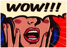 Libro di fumetti d'annata di Pop art sorpreso e donna emozionante che dice wow con l'illustrazione aperta di vettore della bocca illustrazione di stock