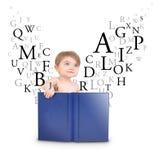 Libro di lettura del bambino con le lettere su bianco Immagini Stock Libere da Diritti
