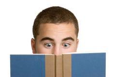 Libro di lettura del ragazzo Immagini Stock Libere da Diritti