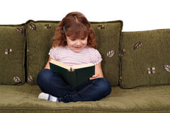 Libro di lettura della bambina Immagini Stock