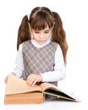 Libro di lettura della bambina Isolato su priorità bassa bianca Fotografie Stock