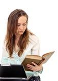 Libro e computer portatile Immagini Stock