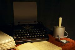Libro e macchina da scrivere Immagini Stock Libere da Diritti