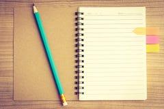 Libro e matita Fotografie Stock Libere da Diritti