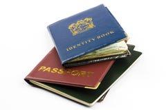 Libro e passaporto di identificazione Immagine Stock