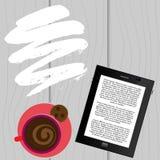 Libro elettronico con una E-lettura della tazza di caffè, caffè della lettura Immagine Stock Libera da Diritti