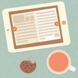 Libro elettronico e tazza di tè Immagini Stock