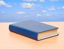 Libro en estante Imagen de archivo libre de regalías