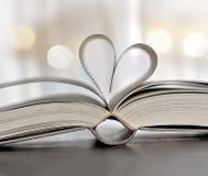 Libro en forma de corazón imagen de archivo libre de regalías