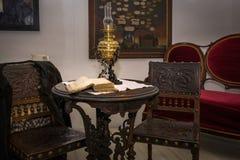 Libro en la tabla en castillo imagen de archivo