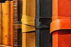 Libro en los casos de cuero Imagen de archivo