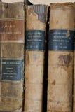 Libro encuadernado de 3 libros muy viejos imagen de archivo