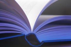 libro lanciato Fotografia Stock Libera da Diritti