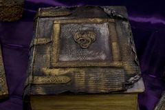 Libro magico e mistico di magia dal pentagramma fotografie stock