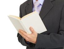 Libro in mani dell'uomo Immagine Stock