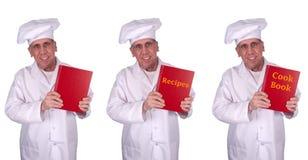 Libro masculino sonriente feliz del cocinero de las recetas del cocinero aislado Fotos de archivo