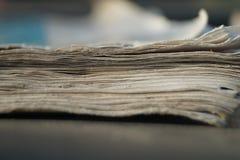 Libro muy viejo en la tabla imagen de archivo libre de regalías