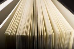 Libro nelle ombre Fotografia Stock Libera da Diritti