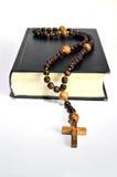 Libro nero del rosario Fotografie Stock