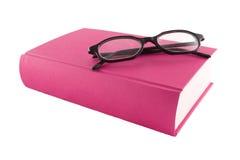 Libro púrpura y glasses1 negro Fotografía de archivo libre de regalías