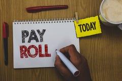 Libro paga del testo di scrittura di parola Il concetto di affari per la quantità di stipendi e salari pagati da una società ai s Fotografia Stock